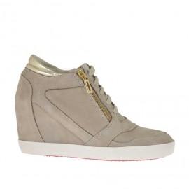 Zapato con cordones, cremallera en nobuk color arena y piel color oro cuña 7 - Tallas disponibles: 42