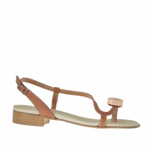Sandale entre-doigt pour femmes avec accessoire en cuir brun clair talon 2 - Pointures disponibles:  32, 33, 42, 45