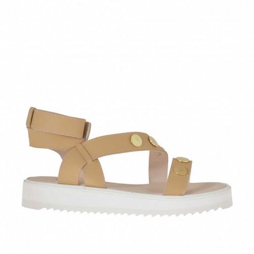 Sandale de couleur cuir clair pour femmes avec goujons, fermeture velcro et talon compensé 3 - Pointures disponibles:  42