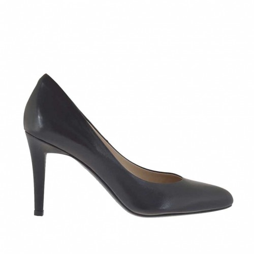 Woman's pump with rounded tip in black leather heel 9 - Available sizes:  31, 32