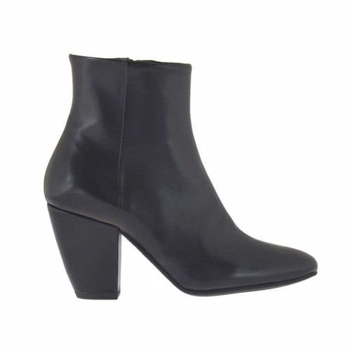 Woman's ankle boot with zipper in black leather heel 7 - Available sizes:  33, 34