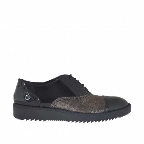 Chaussure richelieu à lacets pour femmes en cuir verni noir et cuir lamé bronze talon compensé 3 - Pointures disponibles:  42, 43, 44, 45, 46