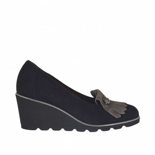 Woman's pump shoe with brooch and fringes in black and taupe suede wedge heel 6 - Available sizes:  34, 43, 44