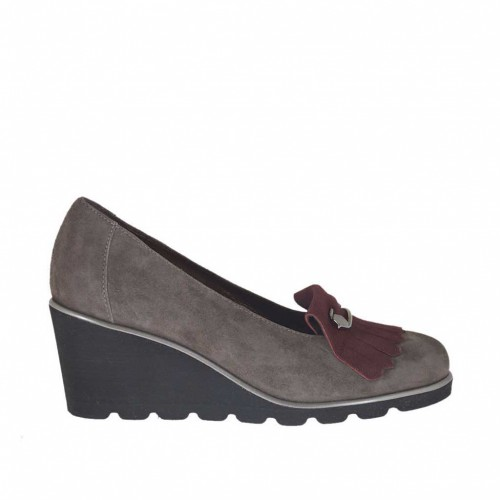 Woman's pump shoe with brooch and fringes in grey and maroon suede wedge heel 6 - Available sizes:  34, 43, 44, 45