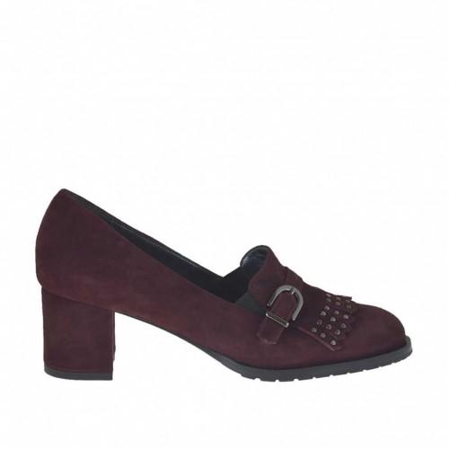 Chaussure avec cou-de-pied haut pour femmes avec franges, boucle et goujons en daim bordeaux talon 5 - Pointures disponibles:  42, 43