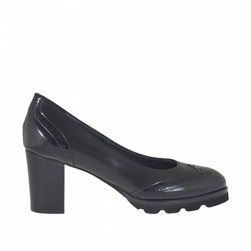 Woman's pump Oxford style in black brush-off leather heel 7 - Available sizes:  44, 45