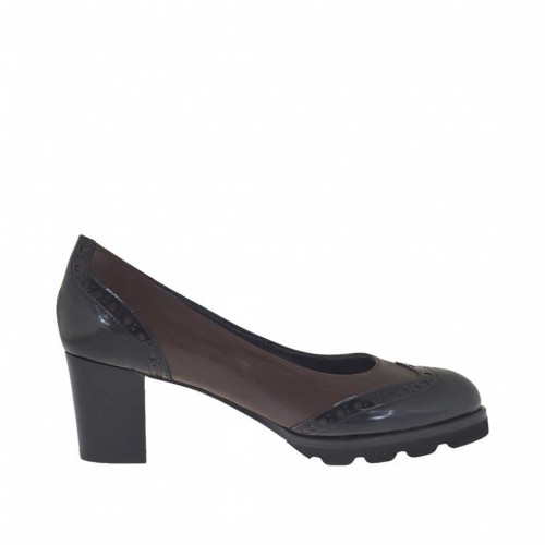 Woman's pump Oxford style in dark brown and black brush-off leather heel 7 - Available sizes:  32, 33, 43