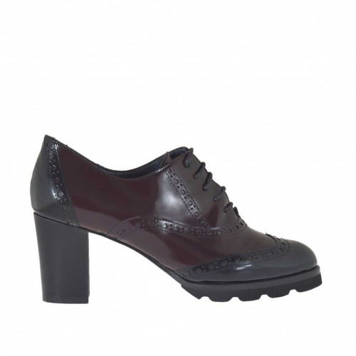 Woman's high-fronted laced Oxford shoe in maroon and black brush-off leather heel 7 - Available sizes:  45