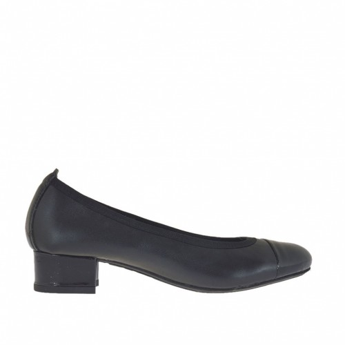 Woman's ballerina shoe in black leather and patent leather heel 3 - Available sizes:  32