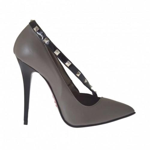Escarpin pour femmes en cuir gris tourterelle avec courroie en cuir verni noir avec goujons talon 10 - Pointures disponibles:  42