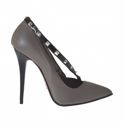 Woman's pump shoe in dove grey leather with black patent leather strap with studs heel 10 - Available sizes:  42