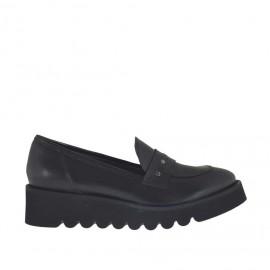 Damenmokassin mit Nieten aus schwarzem Leder Keilabsatz 4 - Verfügbare Größen:  45