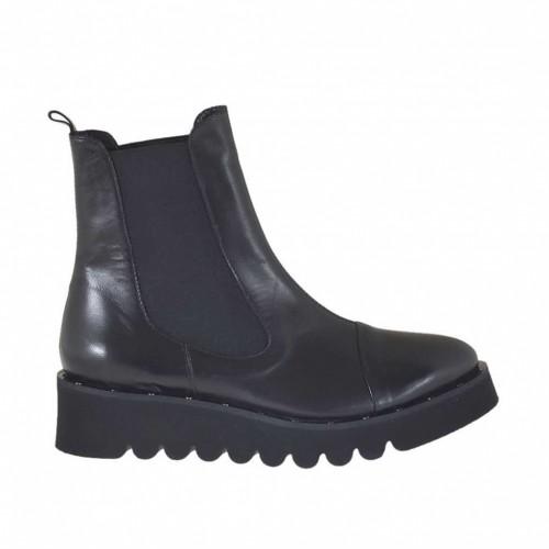 Bottines pour femmes avec elastiques et goujons en cuir noir talon compensé 4 - Pointures disponibles:  46
