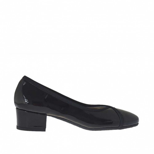 Woman's pump in black patent leather heel 3 - Available sizes:  32, 34