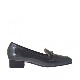 Woman's mocassin with accessory in grey patent leather heel 2 - Available sizes:  33, 42, 43