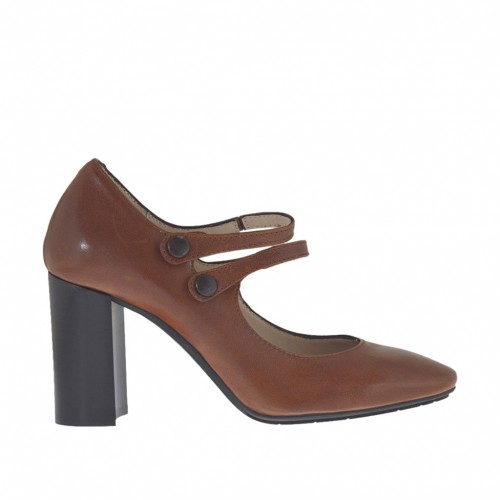 Woman's pump in tan-colored leather with buttoned straps heel 8 - Available sizes:  43
