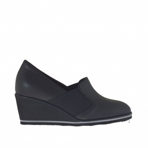 Woman's high-fronted shoe with elastic bands and platform in black lether wedge heel 5 - Available sizes:  43