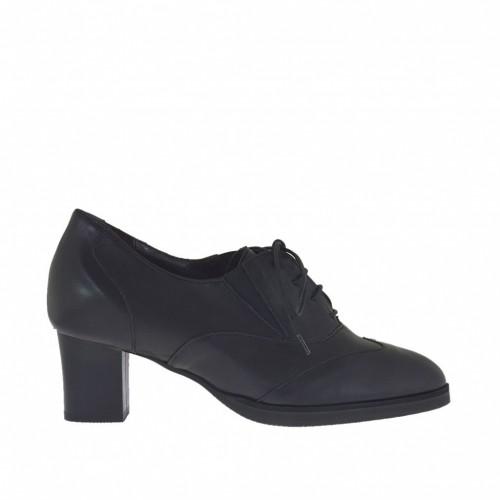 Oxfordschuh für Damen mit Schnürsenkel und Plateau aus schwarzem Leder Absatz 5 - Verfügbare Größen: 31, 42, 44, 45