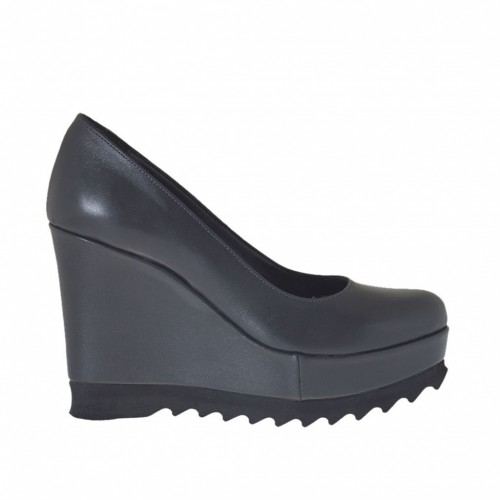 Woman's pump with coated wedge heel and platform in grey leather wedge heel 9 - Available sizes:  42