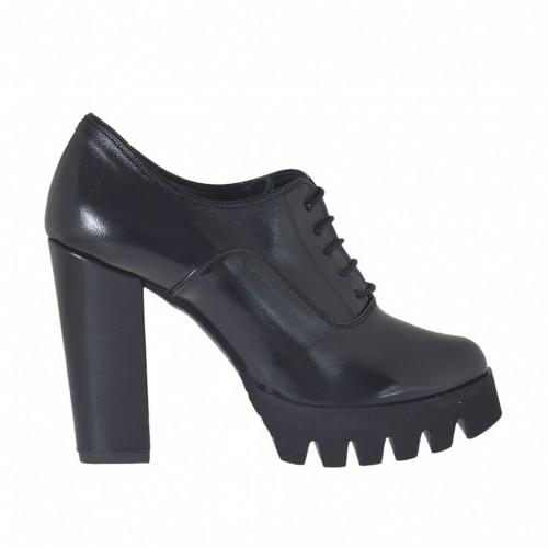 Chaussure richelieu avec lacets pour femmes en cuir noir avec semelle en caoutchouc épaisse et talon haut 9 cm. - Pointures disponibles:  42