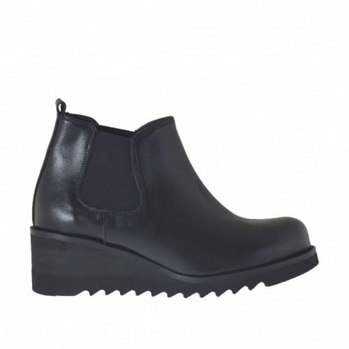 Chaussure à coup-de-pied haut pour femmes avec elastiques en cuir noir et avec talon compensé 5 - Pointures disponibles:  43