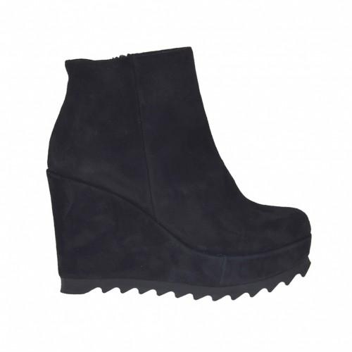 Bottines pour femmes avec fermeture éclair en noir et avec daim couvert talon compensé haut 9 cm. et plateforme - Pointures disponibles:  43
