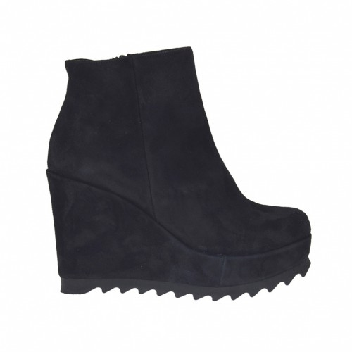 Woman's ankle-high boot with zipper in black suede with 9 cm. high coated wedge heel and platform - Available sizes:  43