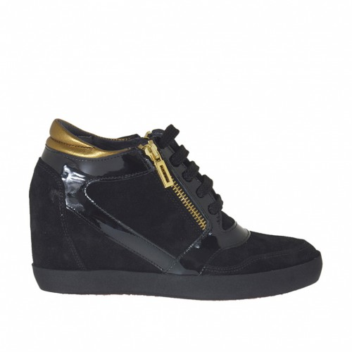 Woman's laced shoe with zipper and platform in black suede and patent leather and brass-colored leather wedge 7 - Available sizes:  42