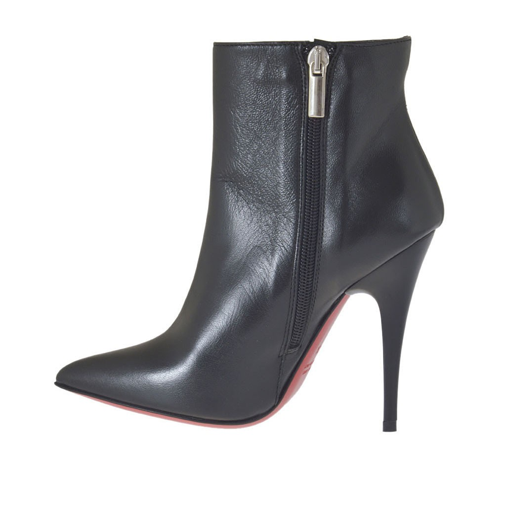 s pointy ankle boot with zipper in black leather