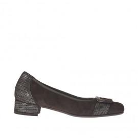 Zapato de salon para mujer con accessorio en gamuza marron oscura y milcortes plateado tacon 2 - Tallas disponibles:  32, 33, 44
