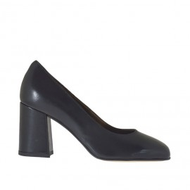 Woman's pump shoe in black leather block heel 7 - Available sizes: 32, 34, 44