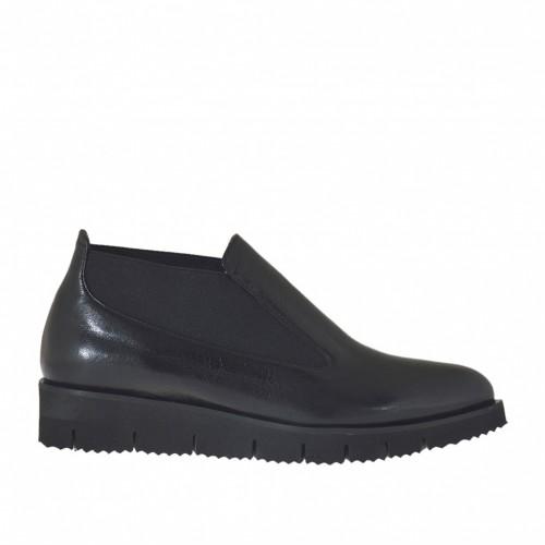 Chaussure à cou-de-pied haut pour femmes avec elastiques en cuir noir et avec talon compensé 3 - Pointures disponibles:  42