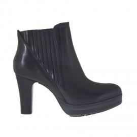 Stivaletto da donna con elastici e plateau in pelle nera tacco 7 - Misure disponibili: 46