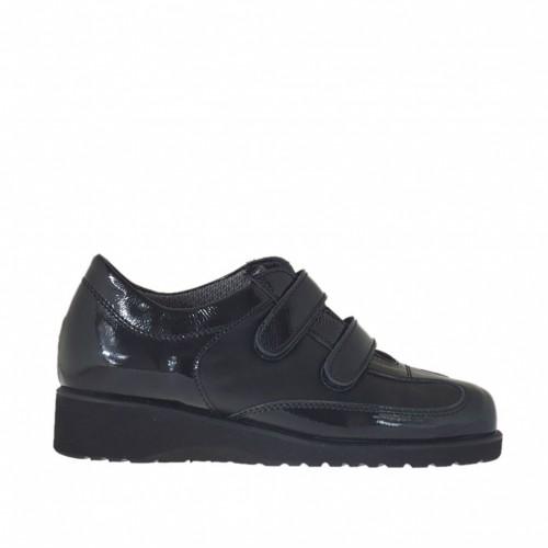 Chaussure pour femmes avec fermeture velcro en cuir et cuir verni noir talon compensé 3 - Pointures disponibles:  33