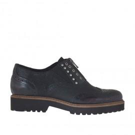 Scarpa da donna con cerniera, elastici e borchie in pelle stampata nera e pelle abrasivata e spazzolata bordeaux tacco 3 - Misure disponibili: 34