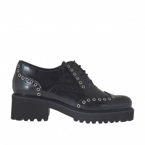 Scarpa stringata da donna modello Oxford con borchie in pelle abrasivata nera tacco 4 - Misure disponibili: 43