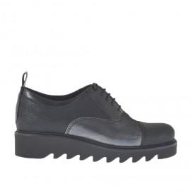 Scarpa stringata da donna in pelle stampata glitterata acciaio e nero e pelle abrasivata nera zeppa 3 - Misure disponibili: 34