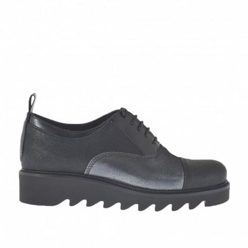 Zapato para mujer con cordones en piel estampada brillante negra y gris acero y piel cepillada negra cuña 3 - Tallas disponibles: 34