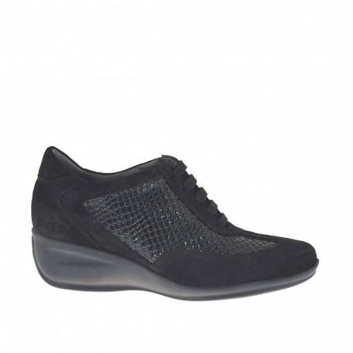 Chaussure à lacets pour femmes en daim et cuir verni imprimé noir talon compensé 4 - Pointures disponibles:  34, 42, 44