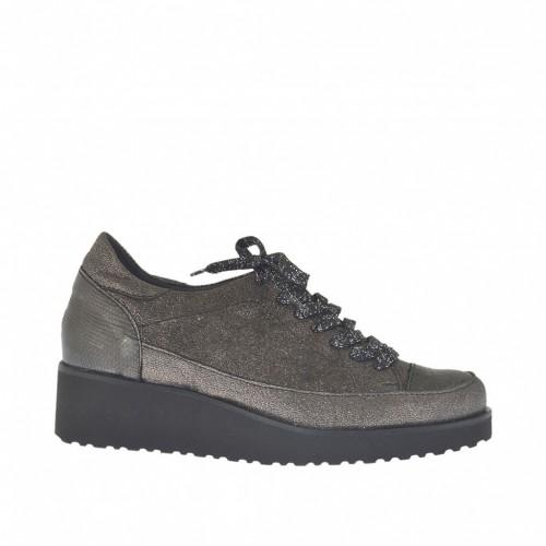 Chaussure à lacets pour femmes en cuir lamé scintillant et imprimé de couleur bronce à canon talon compensé 4 - Pointures disponibles:  42, 43, 44