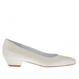 Zapato de salon para mujer en piel marfil perlado tacon 3 - Tallas disponibles:  33, 42