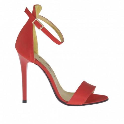 Chaussure ouvert pour femmes avec courroie à la cheville en satin rouge talon 10 - Pointures disponibles:  42, 46