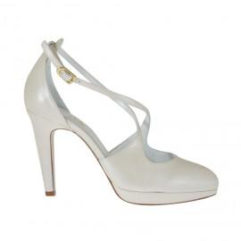 Zapato abierto para mujer en piel perlada de color marfil con cinturon y plataforma y tacon 9 - Tallas disponibles:  33, 34, 42, 43, 44, 45, 46