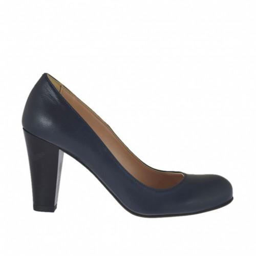 ba4c3ffef673a Zapato de salon para mujer en piel azul tacon a cono 7 - Tallas disponibles