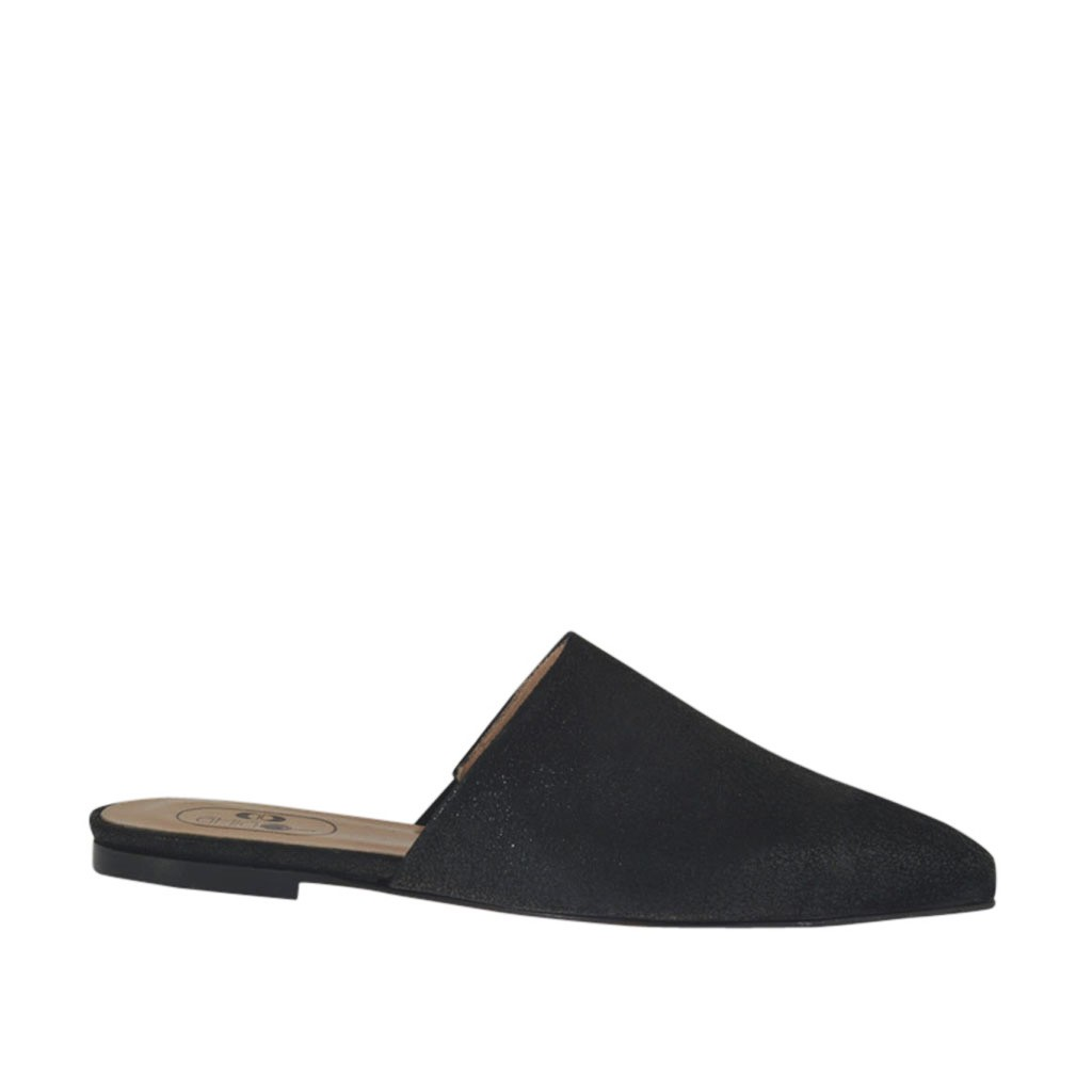 Black Woman Closed Shoes