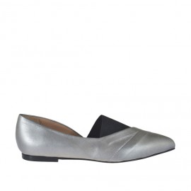 Woman's high-fronted shoe in grey laminated leather and black elastic fabric heel 1 - Available sizes: 32, 33, 34, 42, 43, 44, 45, 46