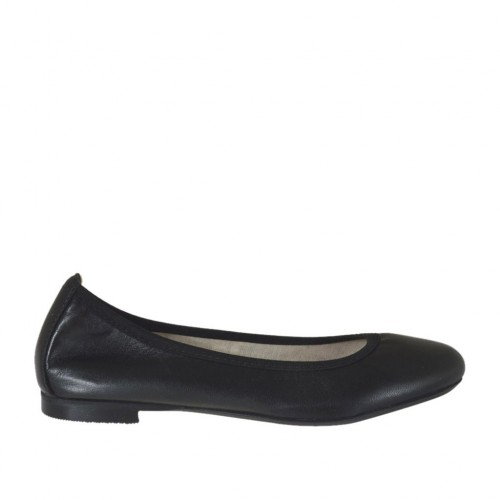 Woman's ballerina shoe with rounded tip in black leather heel 1 - Available sizes:  32, 33