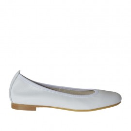 Woman's ballerina shoe with rounded tip in white leather heel 1 - Available sizes: 32, 33, 34, 42, 43, 44, 45