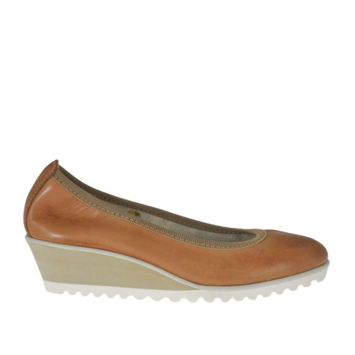 Woman's pump in tan brown leather wedge heel 4 - Available sizes:  42, 43, 44