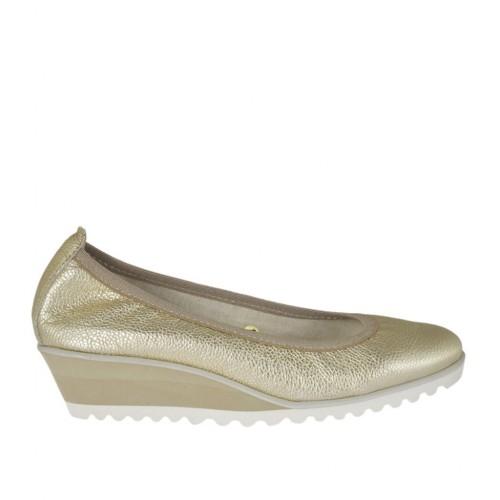 Zapato de salon para mujer en piel estampada laminada platino cuña 4 - Tallas disponibles:  42, 43, 44, 45